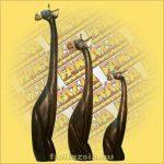 Zsiráf Ülő Trópusi Fából 60cm