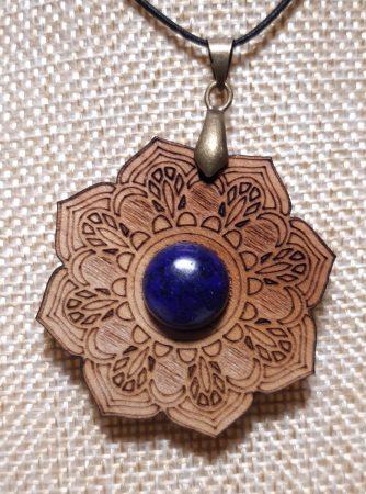 Cseresznyefa Lótusz Medál-Lápisz Lazuli Ásvánnyal